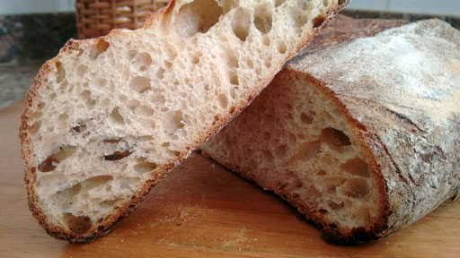 Pão de forma feito com fermento natural e modelado em um Banneton.